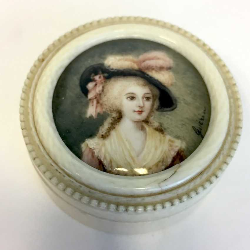 Jean Urbain GUERIN (Strasbourg, 1761 - Obernai 1836): ivory box. Breast picture young nobles. Paris around 1800. - photo 3