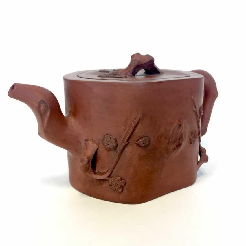 Very rare Yixing teapot, China, 19th century. Century plastic decor. - photo 1