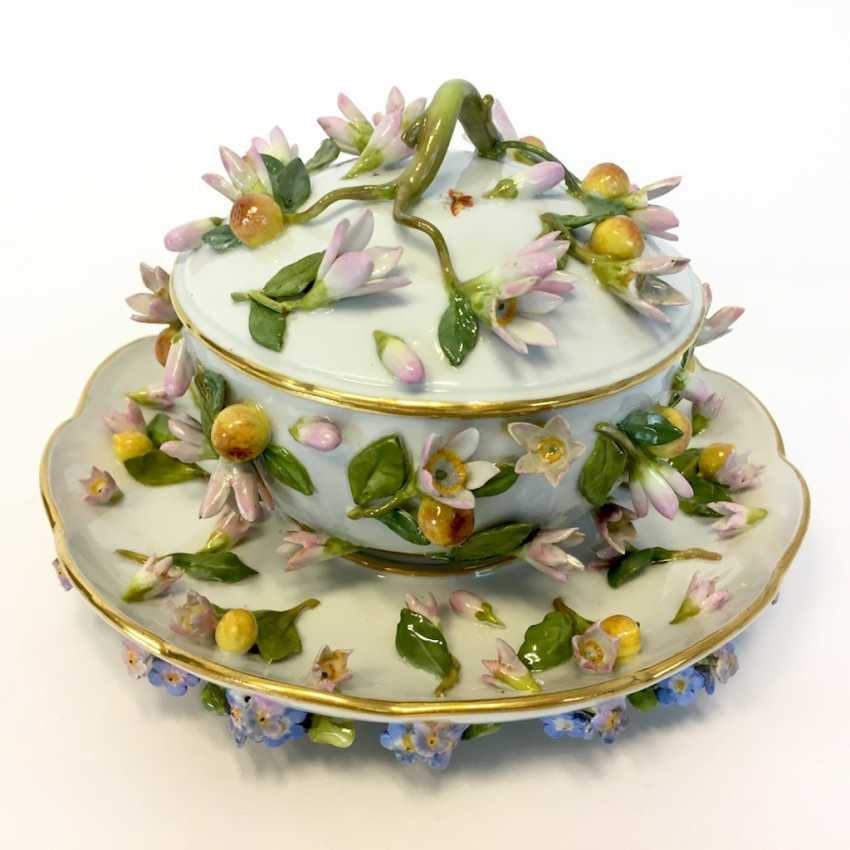 Ernst August, people, Ritz, for the Royal porcelain manufactory Meissen: lid tureen on Presentoir, put flowers 1850 - photo 1