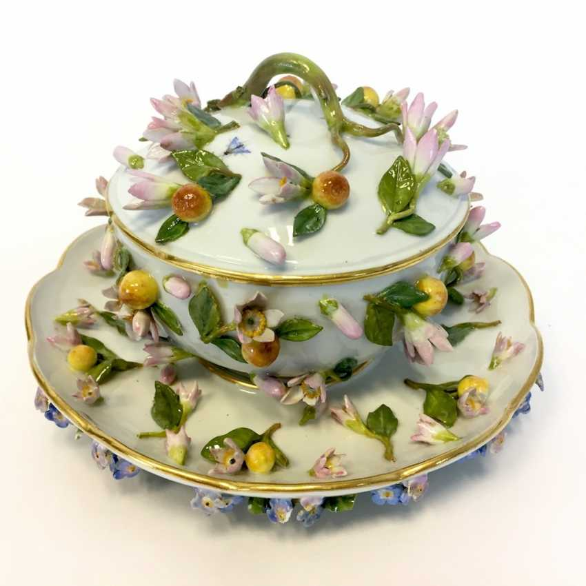 Ernst August, people, Ritz, for the Royal porcelain manufactory Meissen: lid tureen on Presentoir, put flowers 1850 - photo 2