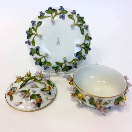 Ernst August, people, Ritz, for the Royal porcelain manufactory Meissen: lid tureen on Presentoir, put flowers 1850 - photo 3