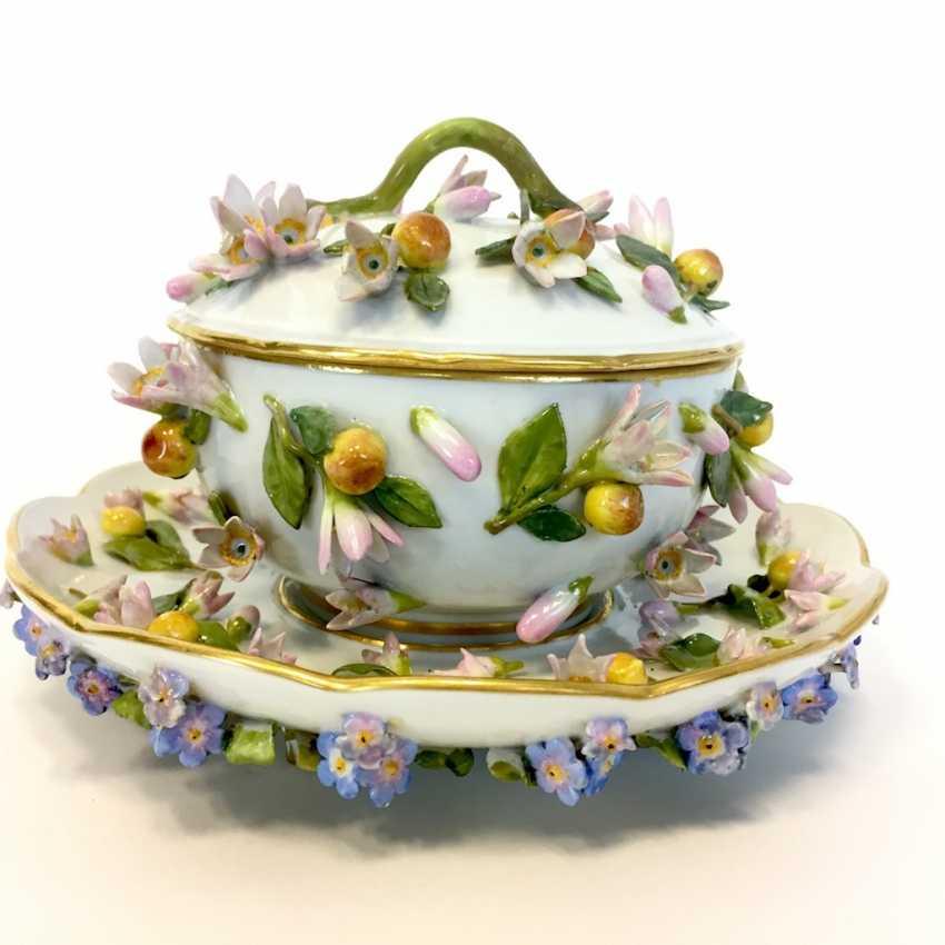 Ernst August, people, Ritz, for the Royal porcelain manufactory Meissen: lid tureen on Presentoir, put flowers 1850 - photo 6