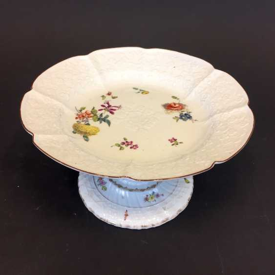 Panel attachment: Meissen porcelain, Relief altbrand stone, decorative flower Bouquet and scattered flowers, around 1860, very good. - photo 2