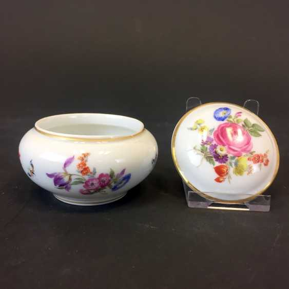 Can / Zierdose: Meissen porcelain, floral Bouquet and insects, ornaments of gold, very good. - photo 2