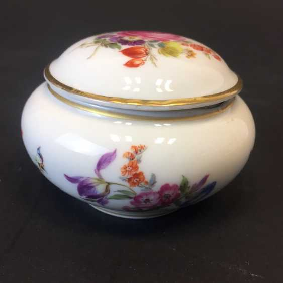 Can / Zierdose: Meissen porcelain, floral Bouquet and insects, ornaments of gold, very good. - photo 3