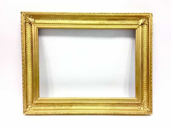 Neo-classical frame with pipes cut, gold, France, around 1800. - photo 3