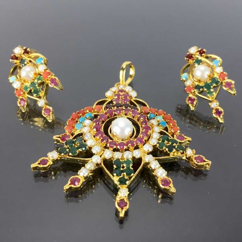 Exceptional pendant: emeralds, rubies, coral, turquoise, pearls with matching flower-shaped earrings. - photo 1