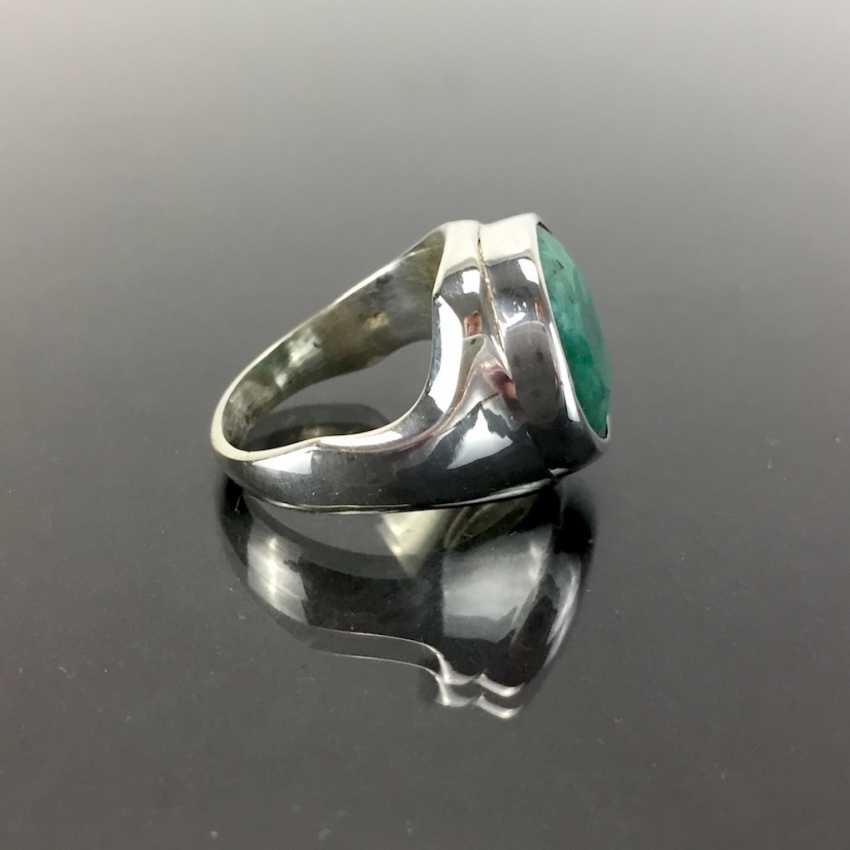 Дизайнерские кольца с крупными цветными буквами изумрудно-около 10 карат в серебре 925 пробы. - фото 2