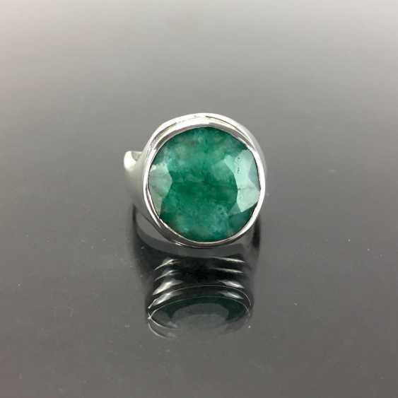 Дизайнерские кольца с крупными цветными буквами изумрудно-около 10 карат в серебре 925 пробы. - фото 3
