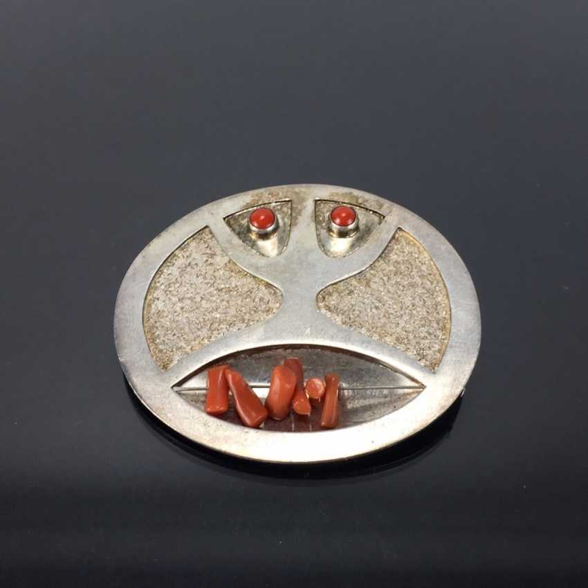 Освальдо Гуайасамина: Дизайнер Значки / Кулоны. Коралл и серебро. - фото 1