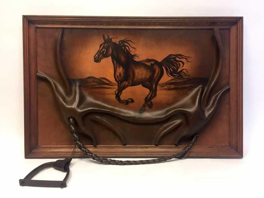 Leather image: embossed solid leather, fliehendes Pferd. - photo 1