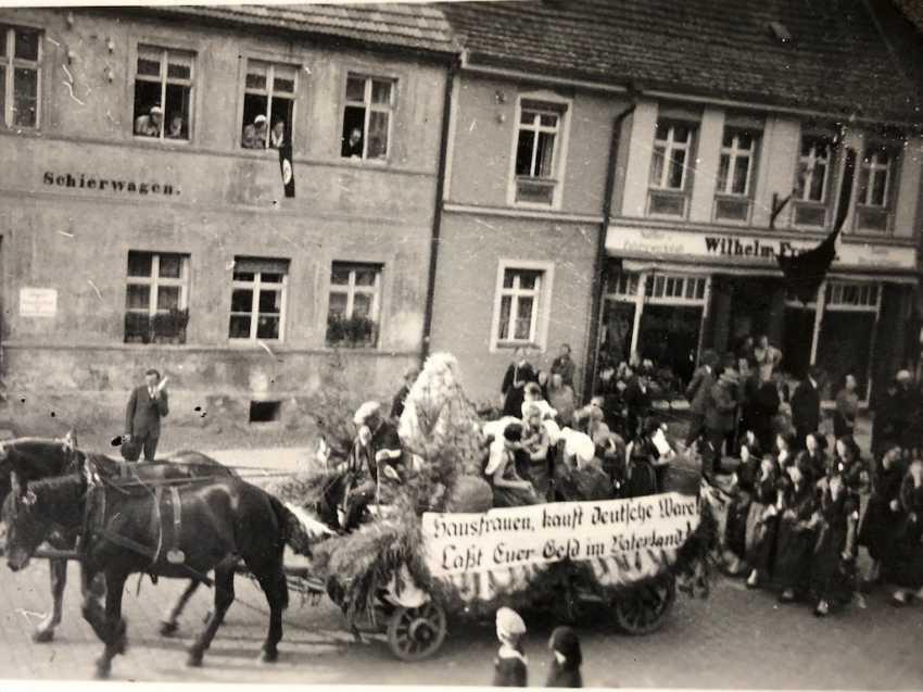 Cinq Fotoalbumen 1930-Années: 250 Photos de Gera, Werdau, Kronach, Tiefenort, Leipzig, Zeppelinflug, Jessen, Meissen. - photo 2