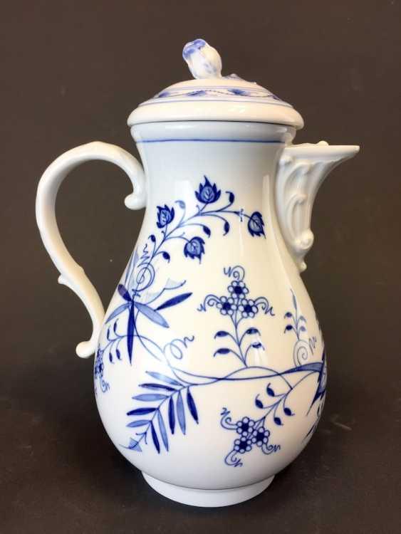 Coffee Pot: Meissen Porcelain. Onion pattern. - photo 1