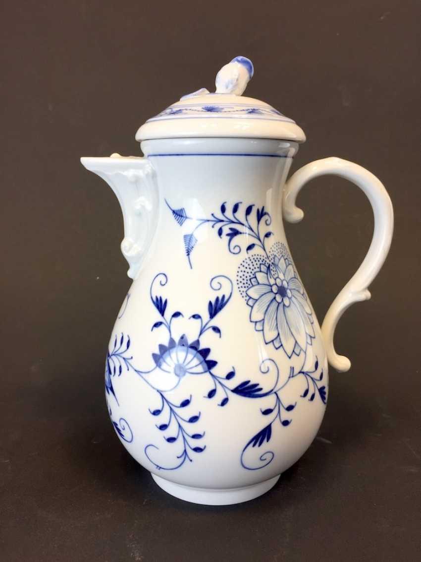 Coffee Pot: Meissen Porcelain. Onion pattern. - photo 2