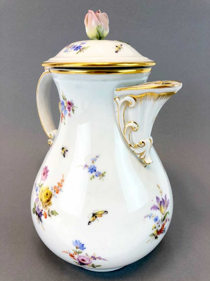 Very large and decorative coffee pot: Meissen Teichert. Flower Bouquet and scattered flowers, gold rim. Very nice. - photo 3