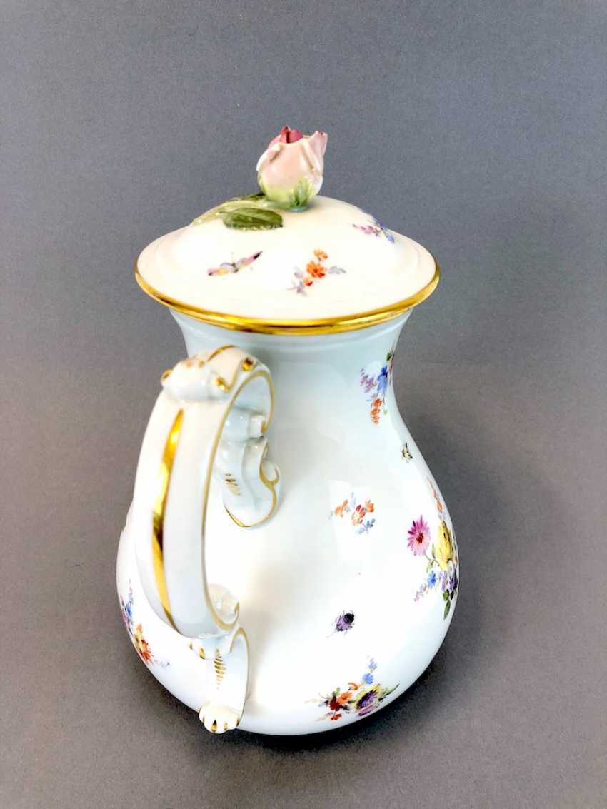 Very large and decorative coffee pot: Meissen Teichert. Flower Bouquet and scattered flowers, gold rim. Very nice. - photo 4