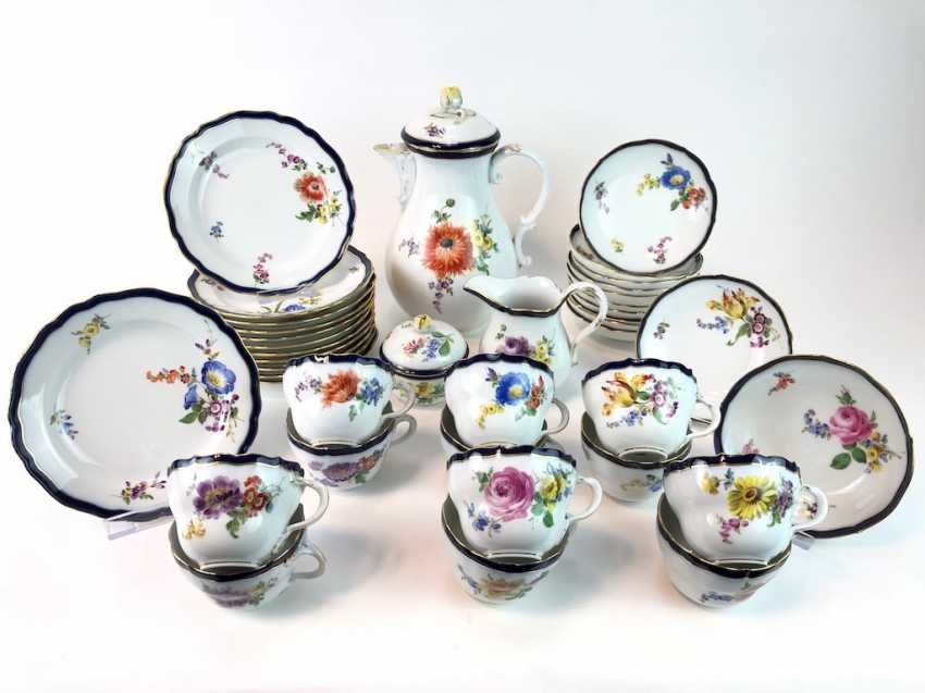 Coffee Service for 12 persons: Meissen porcelain, German flower, cobalt rim and Gold, very good. - photo 1