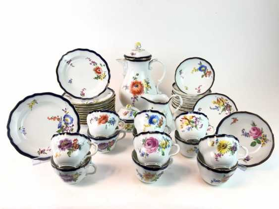 Coffee Service for 12 persons: Meissen porcelain, German flower, cobalt rim and Gold, very good. - photo 2