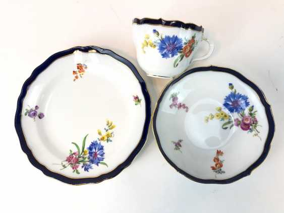 Coffee Service for 12 persons: Meissen porcelain, German flower, cobalt rim and Gold, very good. - photo 3