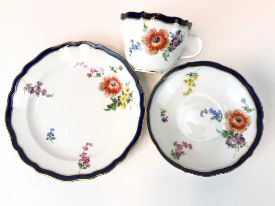 Coffee Service for 12 persons: Meissen porcelain, German flower, cobalt rim and Gold, very good. - photo 4