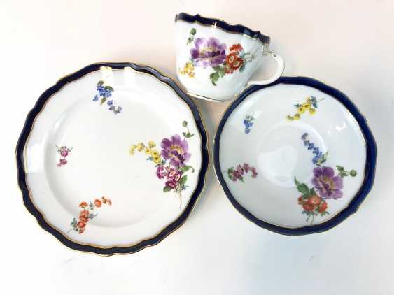 Coffee Service for 12 persons: Meissen porcelain, German flower, cobalt rim and Gold, very good. - photo 5