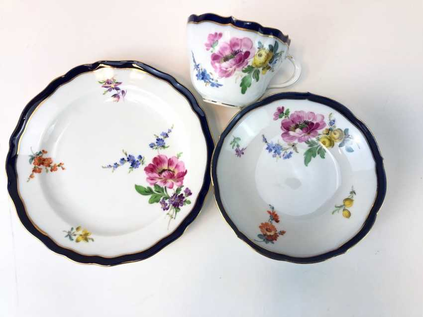 Coffee Service for 12 persons: Meissen porcelain, German flower, cobalt rim and Gold, very good. - photo 6