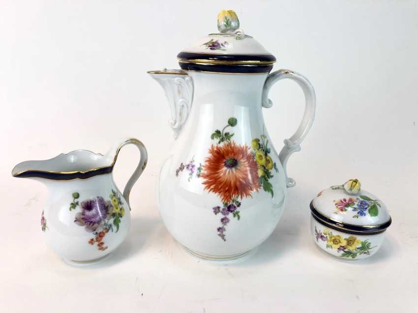 Coffee Service for 12 persons: Meissen porcelain, German flower, cobalt rim and Gold, very good. - photo 8