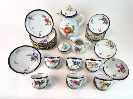 Coffee Service for 12 persons: Meissen porcelain, German flower, cobalt rim and Gold, very good. - photo 9