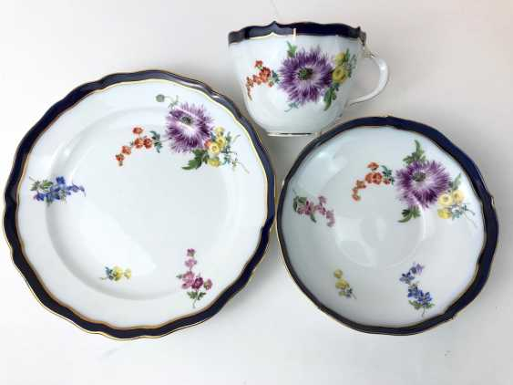 Coffee Service for 12 persons: Meissen porcelain, German flower, cobalt rim and Gold, very good. - photo 14