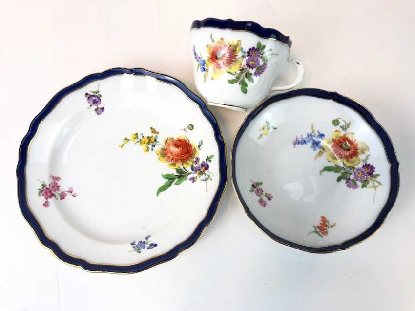 Coffee Service for 12 persons: Meissen porcelain, German flower, cobalt rim and Gold, very good. - photo 15