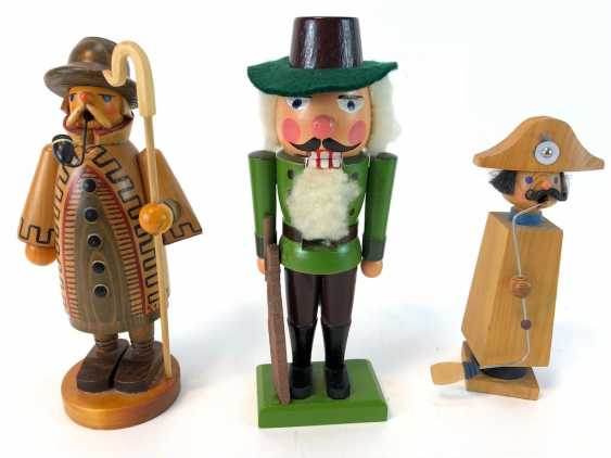 Three Christmas Characters: Nutcracker Hunter, Smoker Man Night Watchman, Smoking Man, Napoleon. The ore mountains, handmade, very g - photo 1