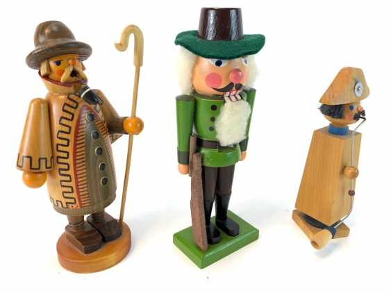 Three Christmas Characters: Nutcracker Hunter, Smoker Man Night Watchman, Smoking Man, Napoleon. The ore mountains, handmade, very g - photo 2