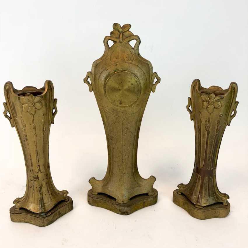 Aufsatzuhr with two matching vases: art Deco, art Nouveau, around 1900, very nice. - photo 5