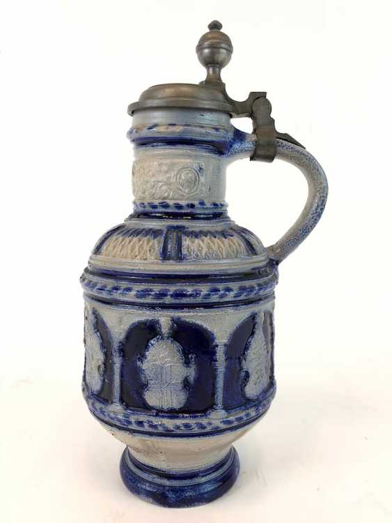 Stoneware pitcher, salt glazed, original tin lid, coat of arms decorated, very good condition. - photo 1