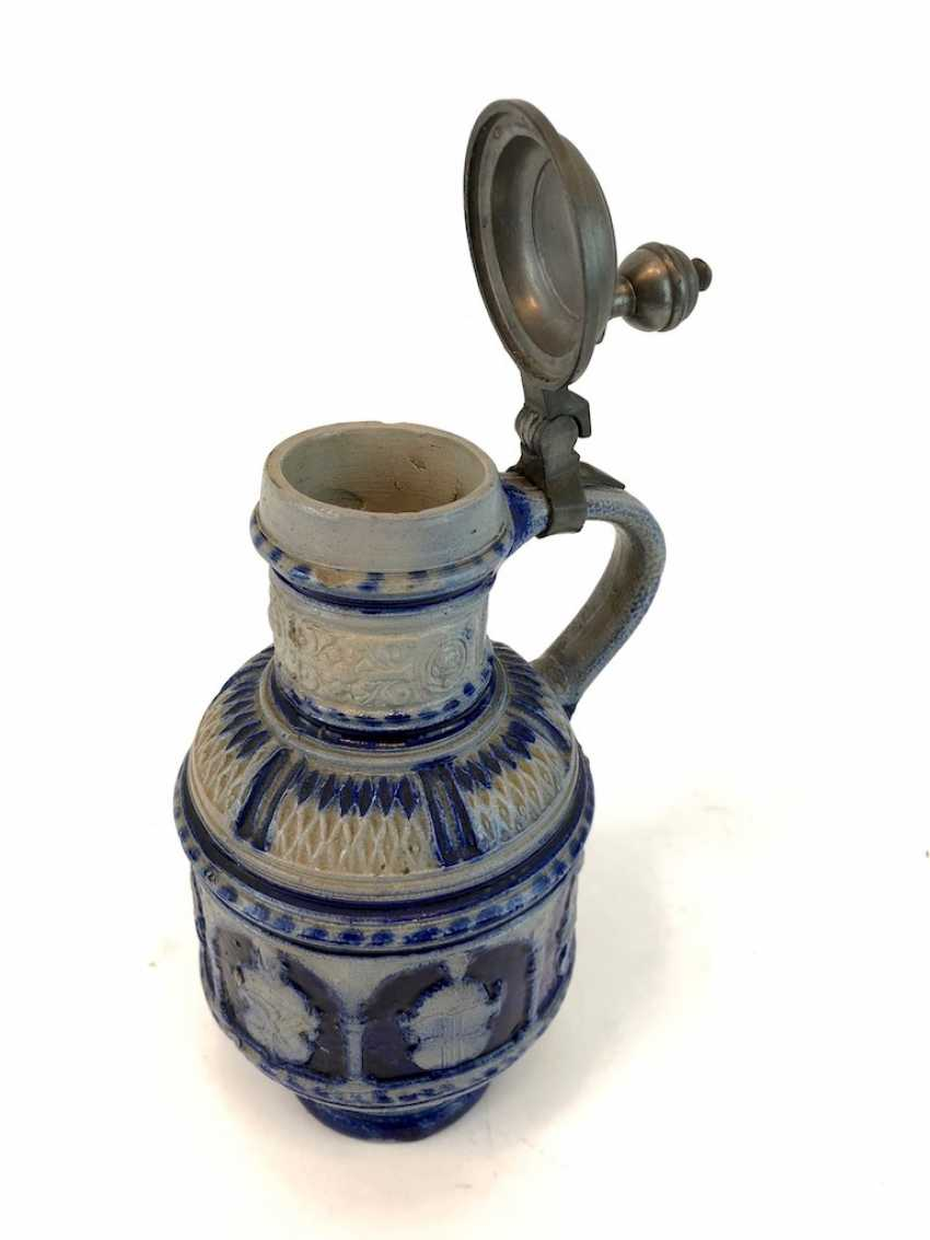 Stoneware pitcher, salt glazed, original tin lid, coat of arms decorated, very good condition. - photo 5