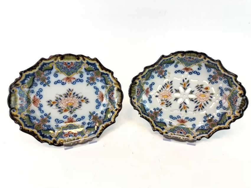 """Two ceramic bowls, Hand-colored equipped, marked """"Dieburg"""". - photo 1"""