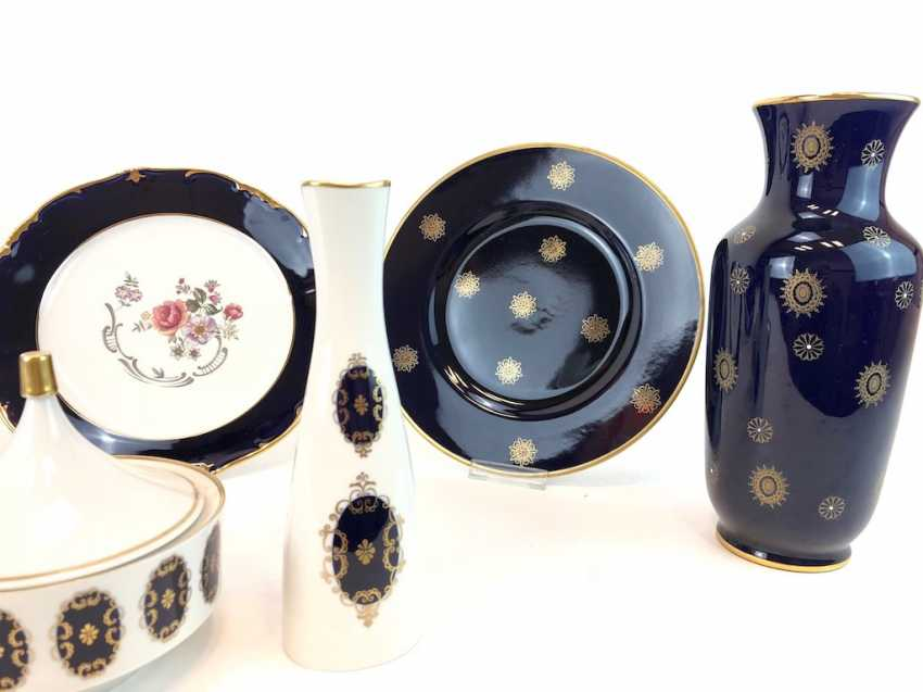 Great Post porcelain: cobalt blue and Gold equipped. Vases, Bowls, Wall Plates, Cans. Very good. - photo 2