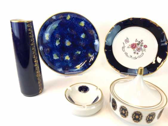 Great Post porcelain: cobalt blue and Gold equipped. Vases, Bowls, Wall Plates, Cans. Very good. - photo 3
