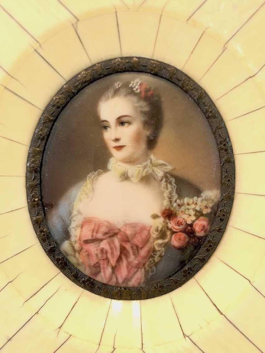 "Elfenbein Miniatur: ""Madame de Pompadour"" / Jeanne-Antoinette Poisson. - photo 1"