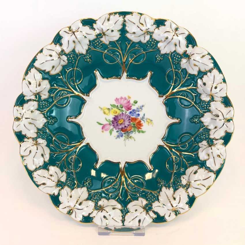 Exceptional Ceremonial Plate: Meissen Porcelain, Russian Green, Flower Bouquet, Gold. Very good. - photo 1