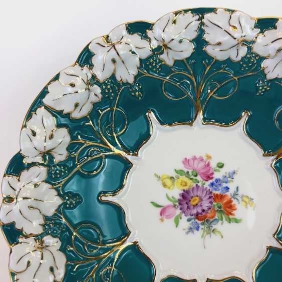 Exceptional Ceremonial Plate: Meissen Porcelain, Russian Green, Flower Bouquet, Gold. Very good. - photo 3