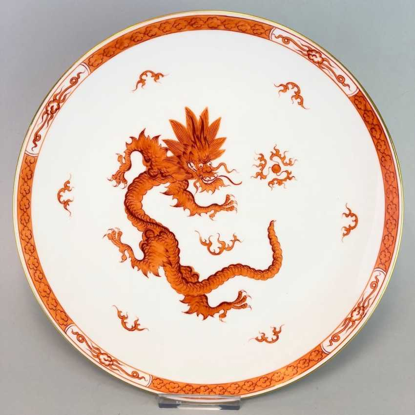 Large plates of Meissen porcelain: decor Mingdrache in red, gold edge, very good. - photo 1