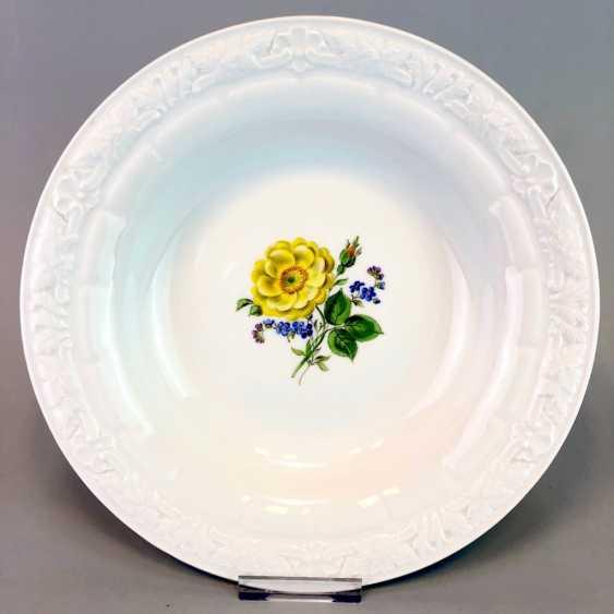Wall Plate / Ornamental: Meissen Porcelain. Decorative Flower Painting. - photo 1