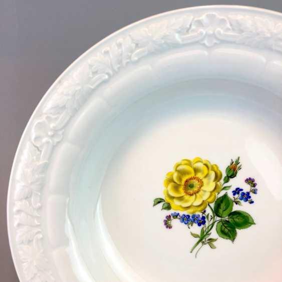 Wall Plate / Ornamental: Meissen Porcelain. Decorative Flower Painting. - photo 2