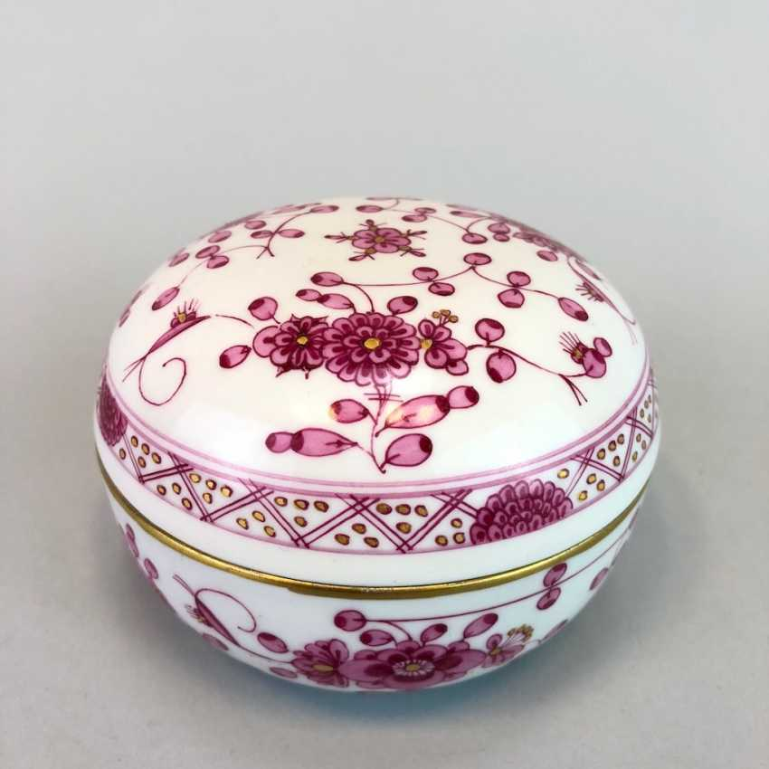 Bullet Box: Of Meissen Porcelain. Indian purple painting rich with Gold. - photo 1