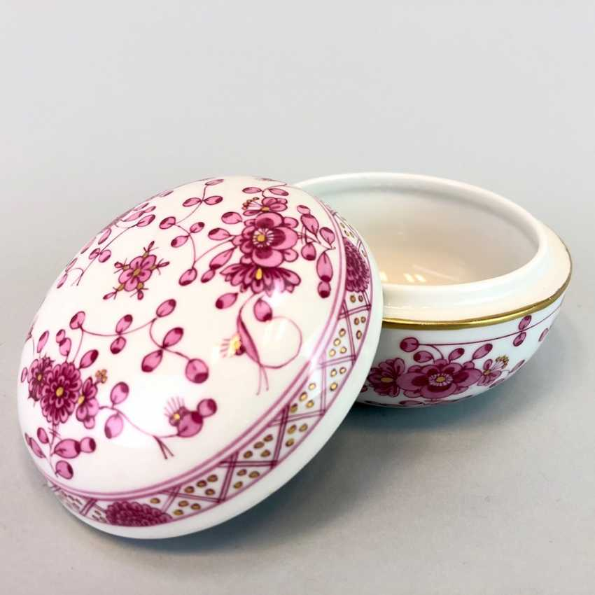 Bullet Box: Of Meissen Porcelain. Indian purple painting rich with Gold. - photo 2
