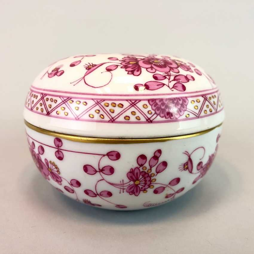 Bullet Box: Of Meissen Porcelain. Indian purple painting rich with Gold. - photo 3