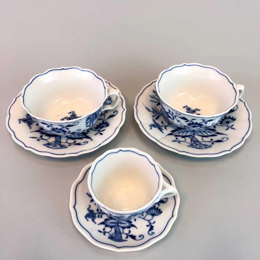 Two teacups: Meissen porcelain onion pattern mocha Cup. - photo 1