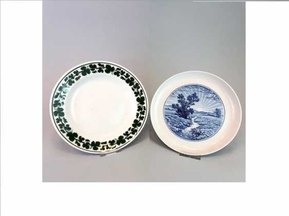 Three plate / wall plate adorned with foliage: Meissen porcelain, cobalt blue and Wine, very good. - photo 1