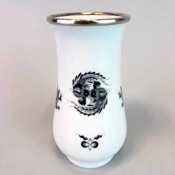 Vase / Rod-Vase: Meissen Porcelain. Dresdner Hofdrache in grey. Silver gear. - photo 1